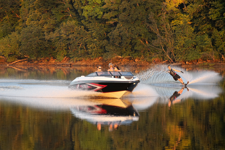 Larson Boats, LSR-2000, Stillwater, Minnesota, St. Croix River, Minnesota, water ski, slalom sking, ski boat, wake, spotter